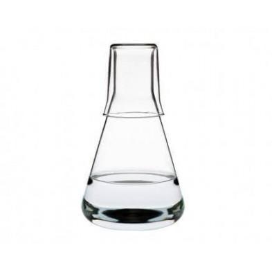 Jarra de agua con vaso